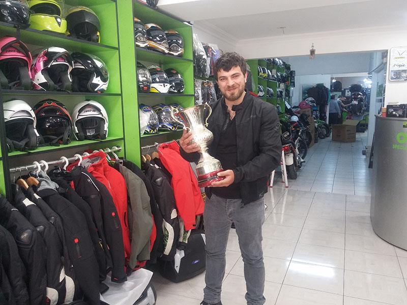 Özkan Abi'nin Şampiyonluk Kupası